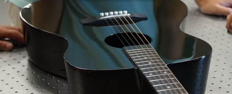 parti di elicottero utilizzati per costruire una chitarra compositi magazine. Black Bedroom Furniture Sets. Home Design Ideas
